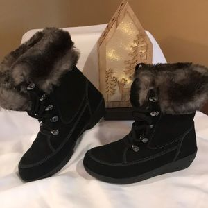 ⭐️ Cougar NWOB Black Suede Boots ⭐️